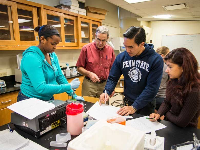 Students participate in a psychology laboratory experiment.