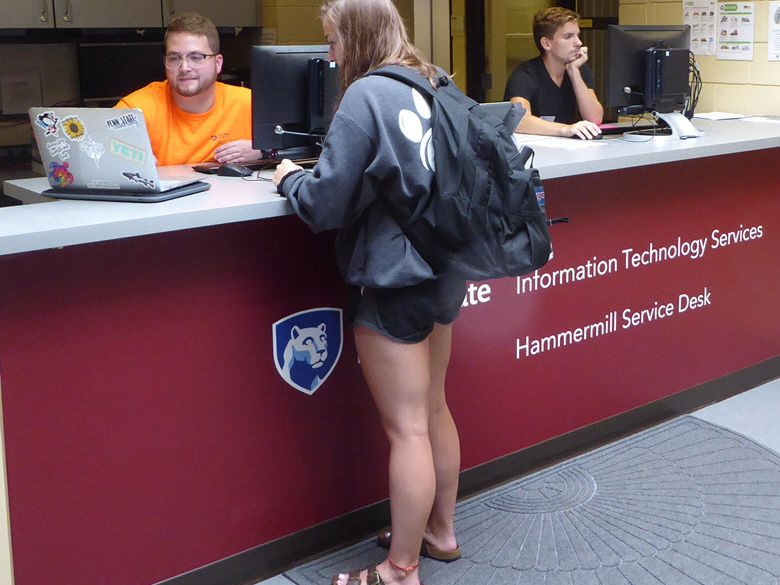 Student consultant at the Hammermill Service Desk assisting a student with her laptop.