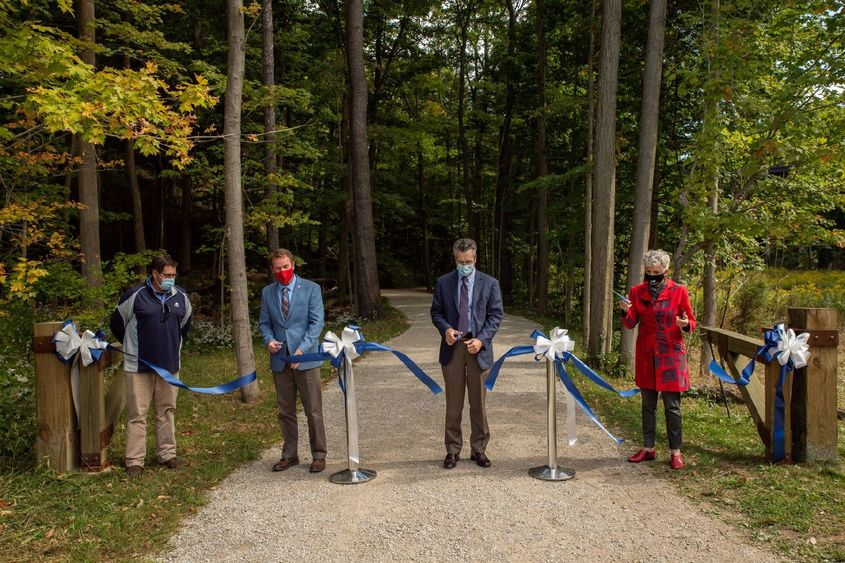 Four guests cut a dedication ribbon on a Wintergreen Gorge trail.
